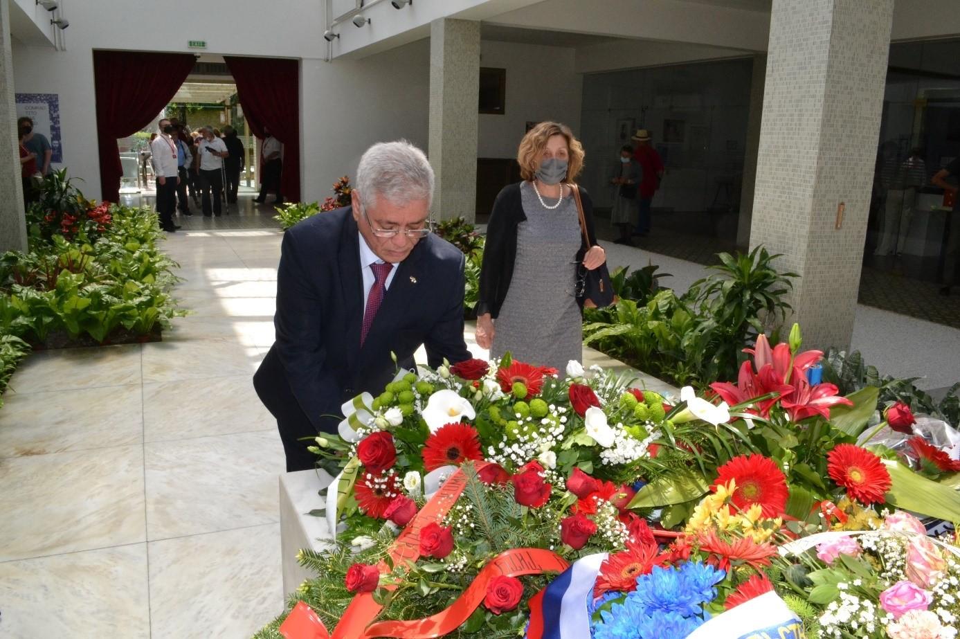 Ambasador Alžira se poklonio Titovim senima