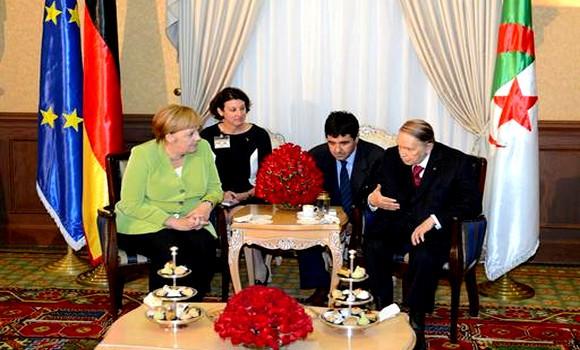 Le Président Bouteflika reçoit Angela Merkel