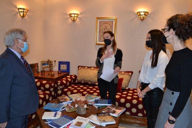 L'ambassade d'Algérie fait un don de livres au Centre Culturel Arabe de Serbie
